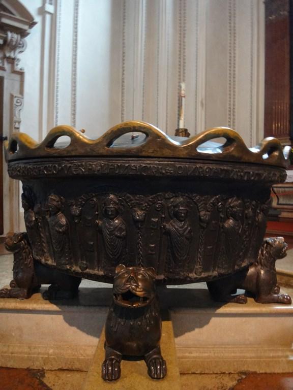 Salzburger Dom - baptismal font