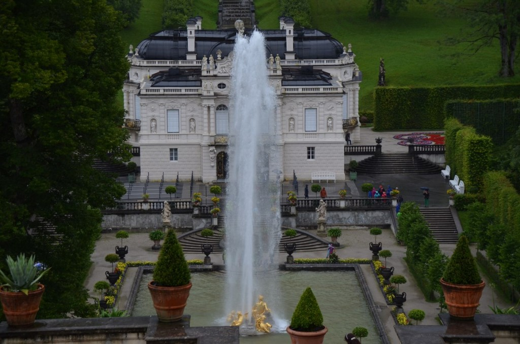 Linderhof - check out the fountain!